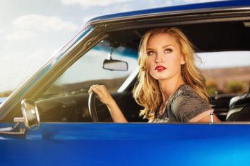 6948568-car-beauty-blonde-girl