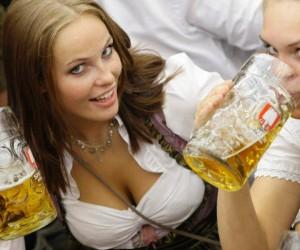 ženy piť pivo