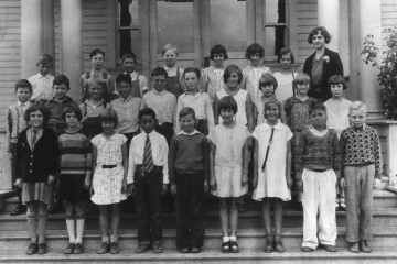 Fifth_Grade,_Beaverton_Grade_School,_1930-31_(Beaverton,_Oregon_Historical_Photo_Gallery)_(64)