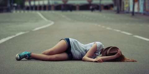 I-miss-you-broken-heart-girl-sleep-on-road1