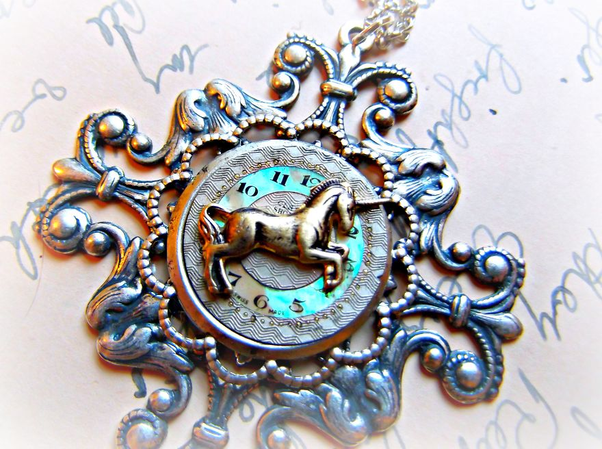 This-Mother-Daughter-Duo-Create-One-of-a-Kind-Jewellery-From-Antique-Pocketwatch-Parts1__880