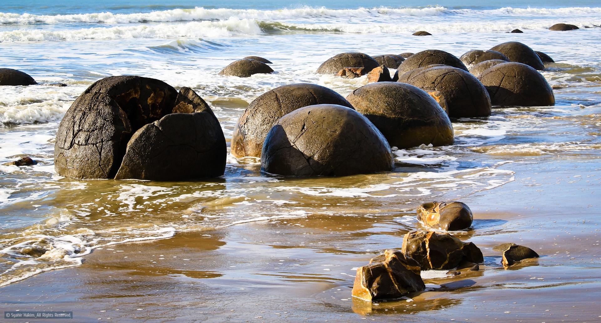 10.-Koekohe-Beach-near-Moeraki-New-Zealand-2