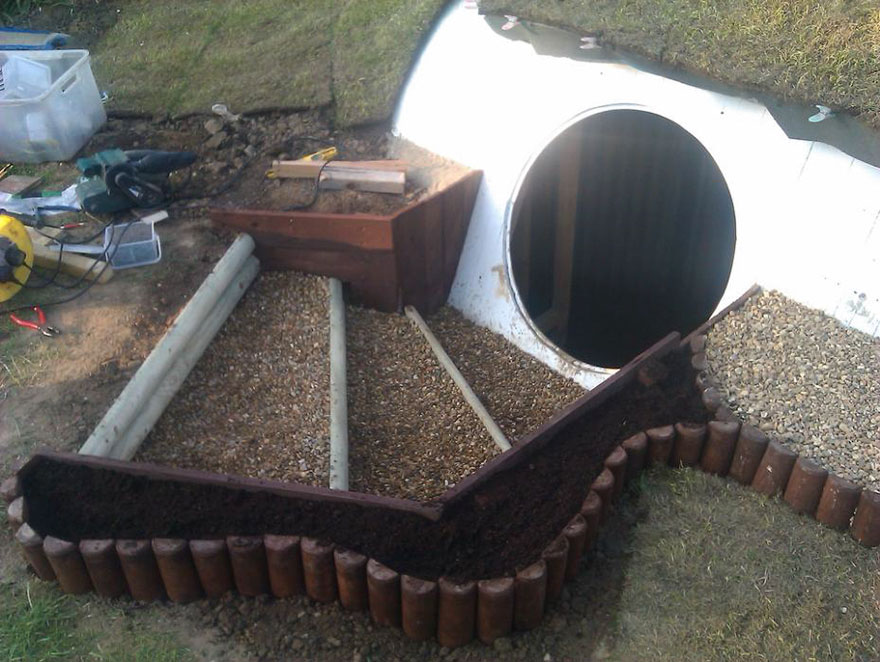 diy-hobbit-house-backyard-ashley-yeates-15