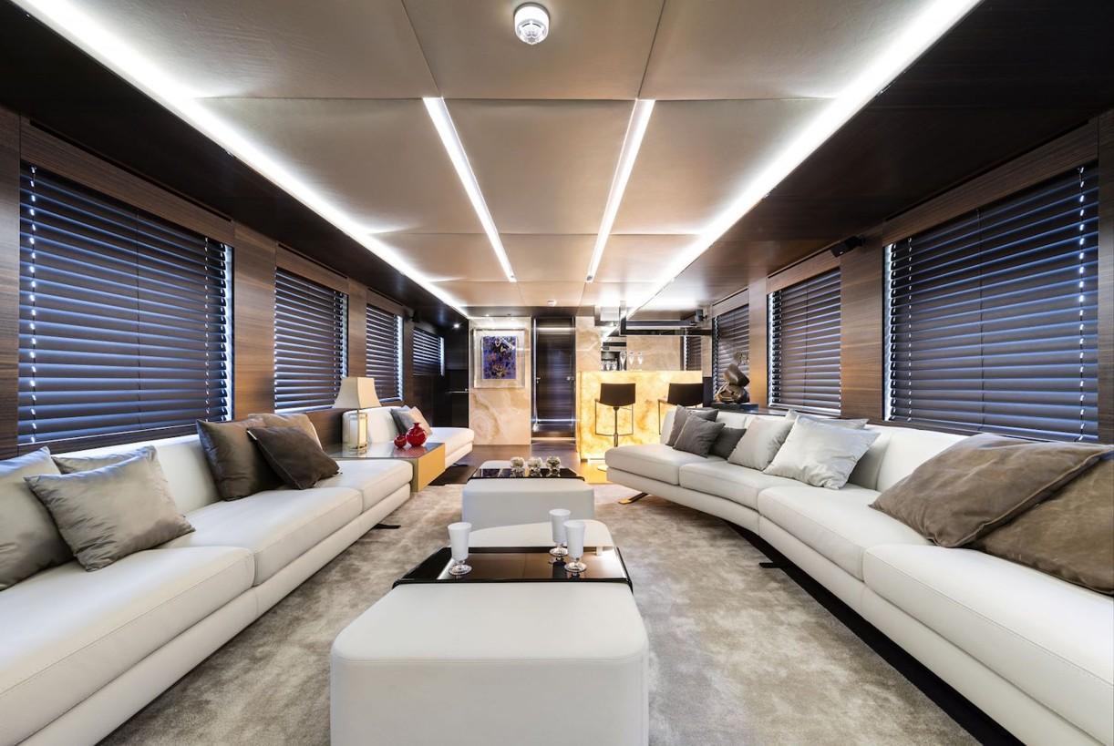 Yacht-zahraa-Admiral-Tecnomar-main-saloon