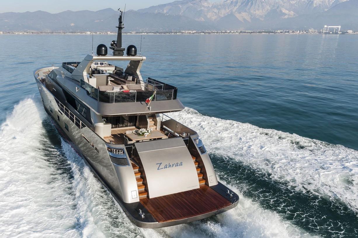 Yacht-zahraa-Admiral-Tecnomar-poppa