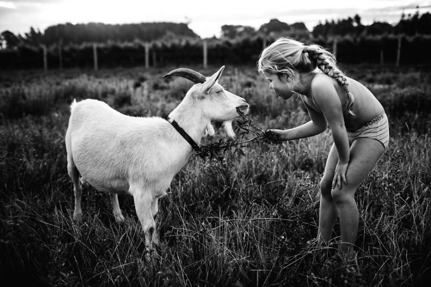 raw-childhood-without-electronic-devices-niki-boon-new-zealand-28