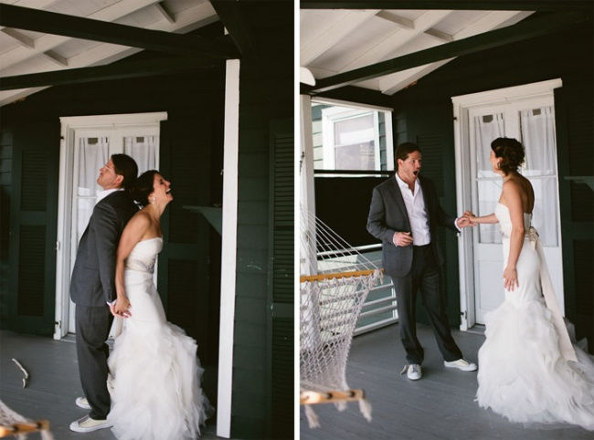 585605-R3L8T8D-650-035-charleston-bride-groom-first-look