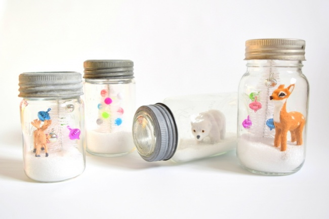 3102605-DIY-Snow-Globes-in-vintage-mason-jars-northstory-1467461255-650-2a1e7b21d6-1467820146