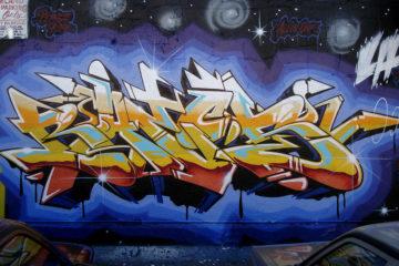 1024px-Bates_graffiti_la-mod