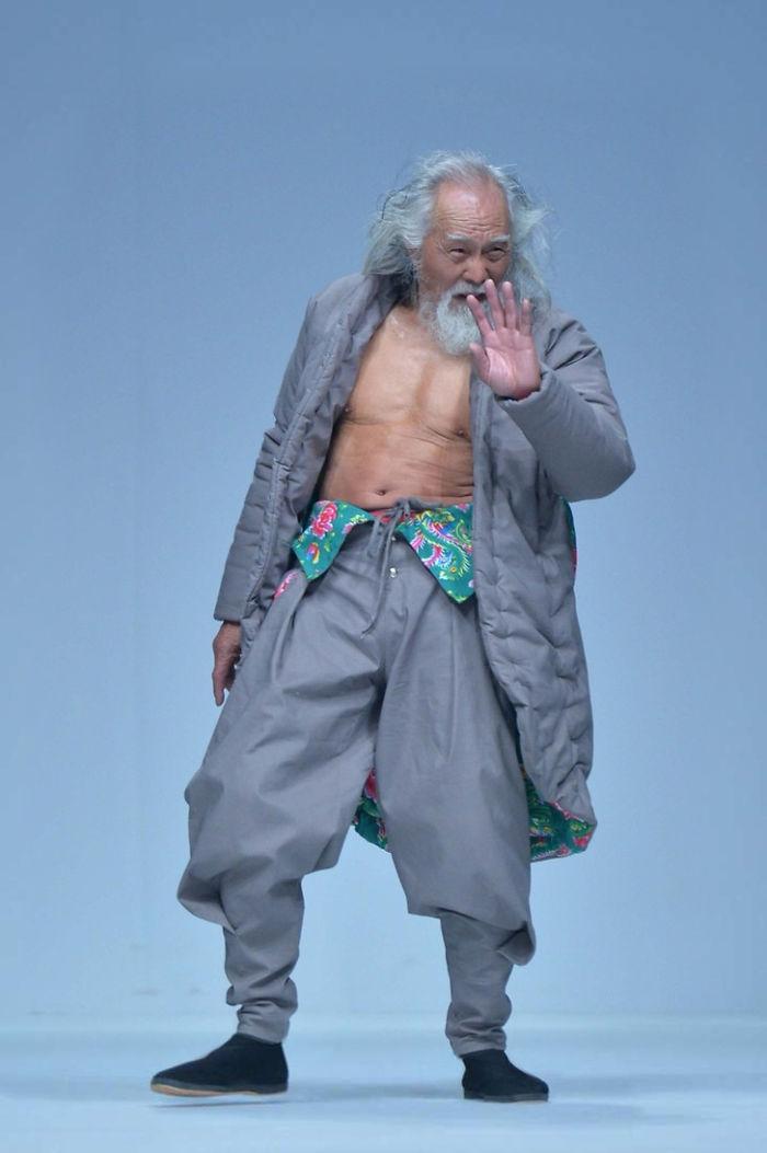 80-year-old-model-grandpa-china-wang-deshun-3-581de8ca55c10__700