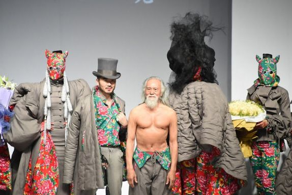 80-year-old-model-grandpa-china-wang-deshun-5-581de8d2343ea__700