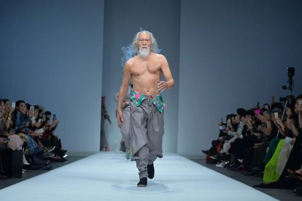 80-year-old-model-grandpa-china-wang-deshun-8-581de8dbeb59a__700