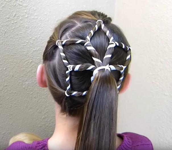 creative-christmas-hairstyles-7-58468cc1f0faa__605