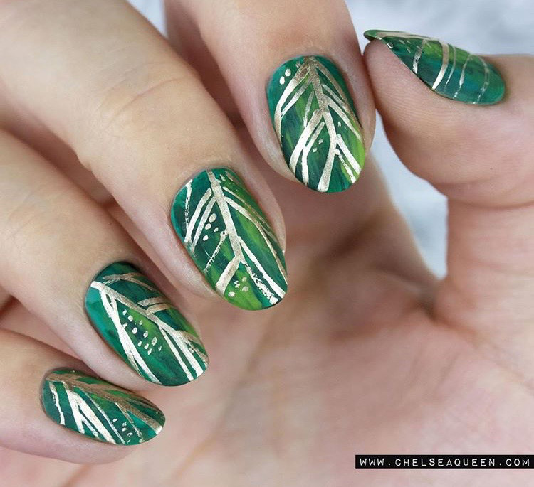hbz-holiday-nails-chelseaqueen