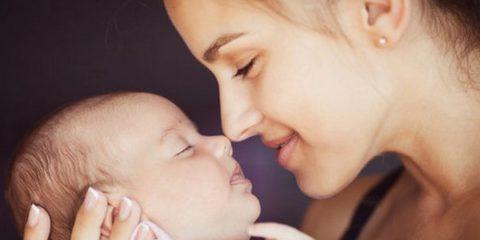 3180486-img-matka-miminko-kojenec-novorozenec