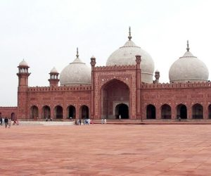 badshahi_mosque_july_1_2005_pic32_by_ali_imran_1