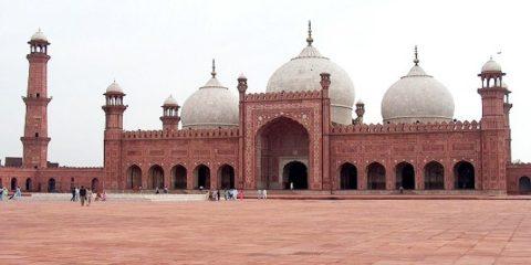 badshahi_mosque_july_1_2005_pic32_by_ali_imran_1