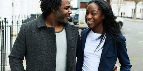 couple-walking-smiling