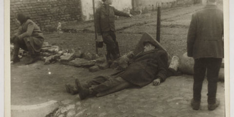 holocaust-lodz-ghetto-photography-henryk-ross-19-58e205f2500f0__880