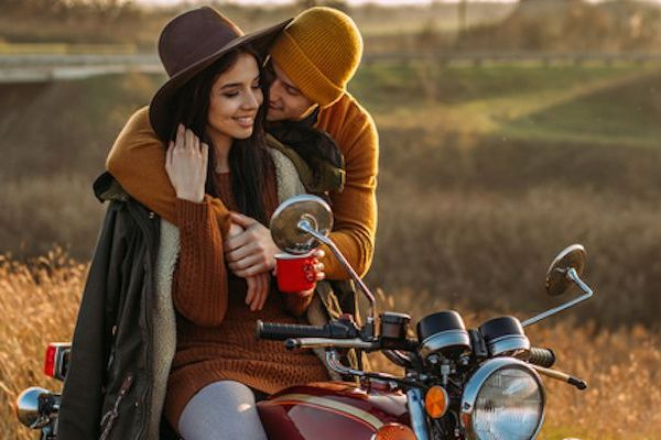 800x400-couple-motorcycle