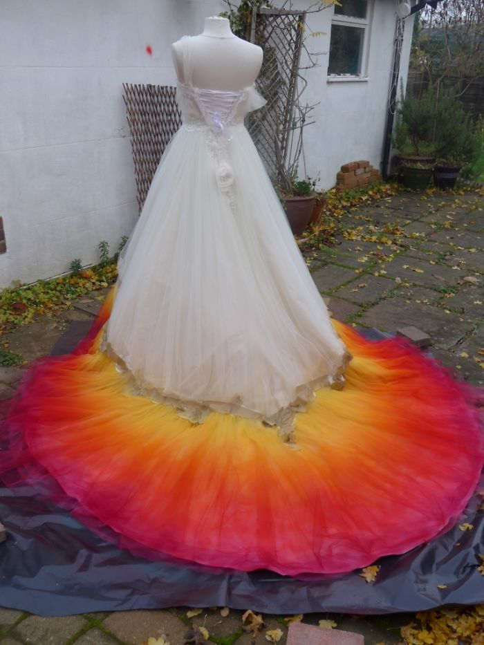 labour-of-love-54-hours-sewing-7-hours-spraying-to-create-this-incredible-dipdye-wedding-dress-5923ff19177b4__700
