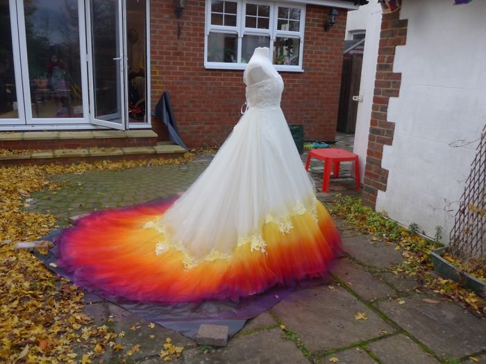 labour-of-love-54-hours-sewing-7-hours-spraying-to-create-this-incredible-dipdye-wedding-dress-5924080946e20__700