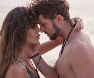 couple-sad-beach