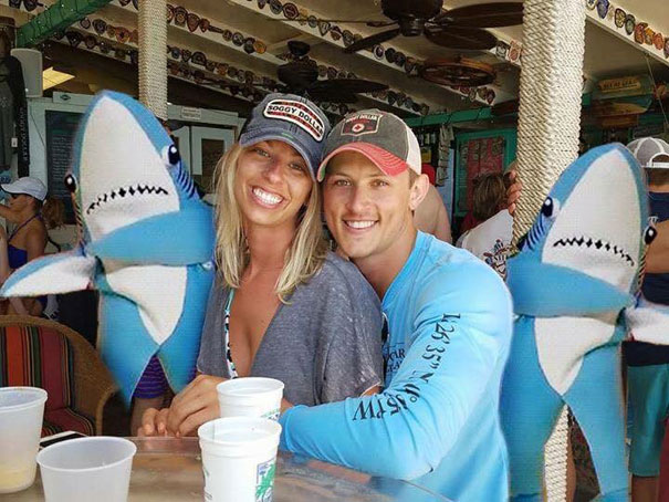 funny-engaged-couple-photobomb-photoshop-request-21-5954e110928bc__605
