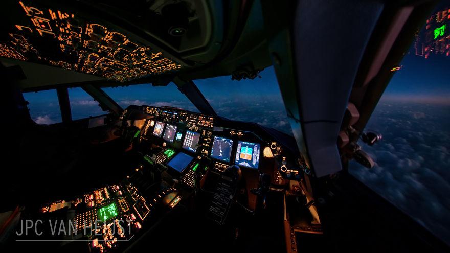 piloti-se-chlubi-ohromujicim-vyhledem-z-kokpitu-letadla0909798