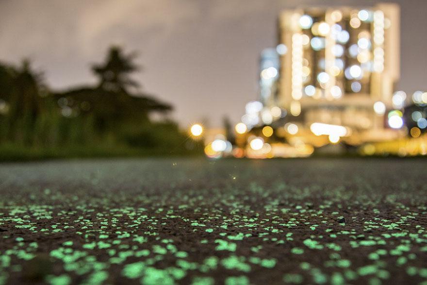 glow-in-the-dark-rail-corridor-singapore-2