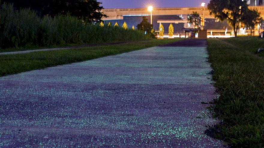 glow-in-the-dark-rail-corridor-singapore-4
