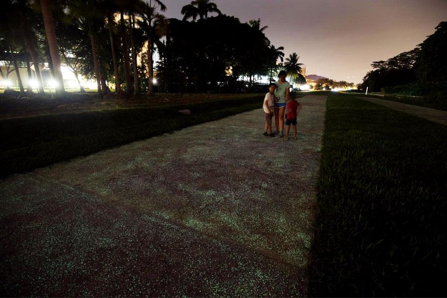 glow-in-the-dark-rail-corridor-singapore-5