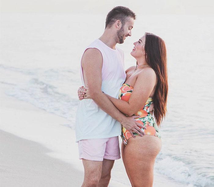 husband-message-curvy-wife-body-sarah-robbie-tripp-coverimage