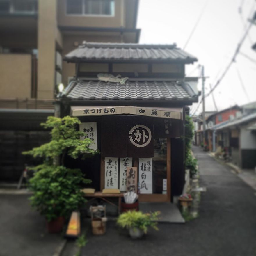 one-photographer-took-over-100-images-of-kyotos-small-yet-utterly-delightful-buildings-59bb912f12d68__880