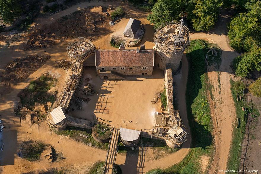 building-13th-century-guedelon-castle-france-14-59c9fe6167d7e__880