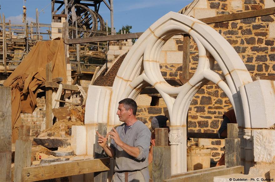 building-13th-century-guedelon-castle-france-16-59c9fe6780346__880