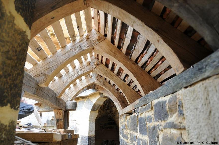 building-13th-century-guedelon-castle-france-6-59c9fe4a57e17__880