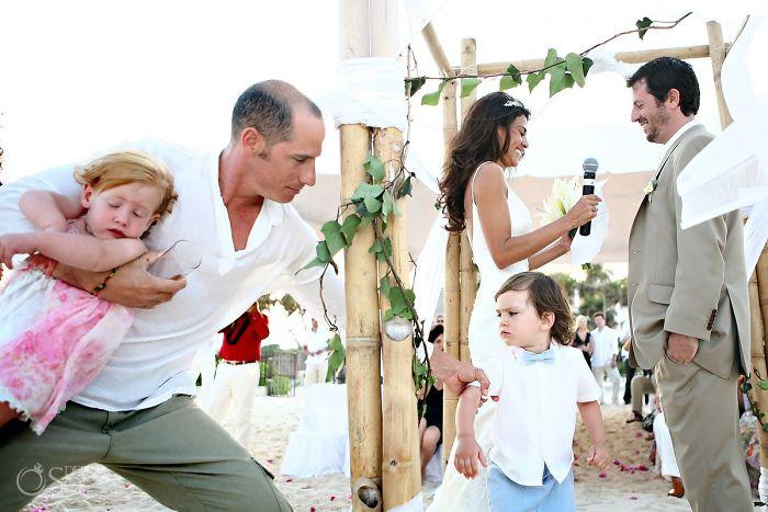 funny-kids-at-weddings-9-59c20bc7c29aa__700
