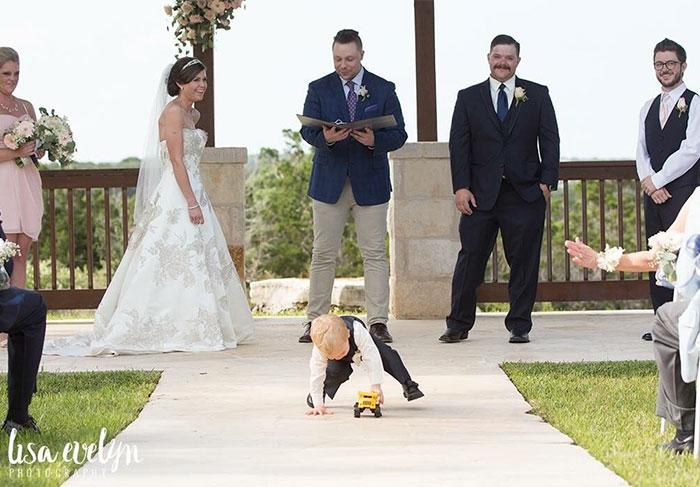 kids-at-weddings-150-59c20fa1d7c5b__700