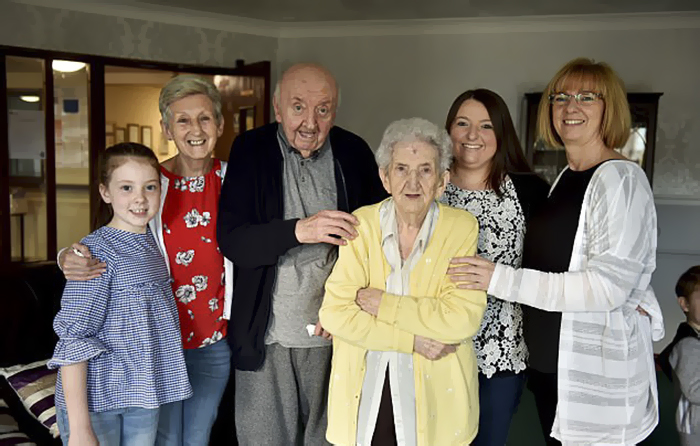 98-year-old-mother-care-home-80-year-old-son-ada-tom-keating-liverpool-59f6e22731be6__700