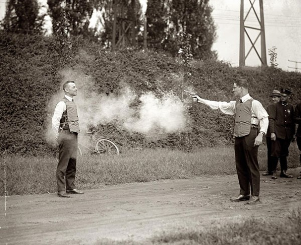 Test nepriestrelnej vesty, 1923