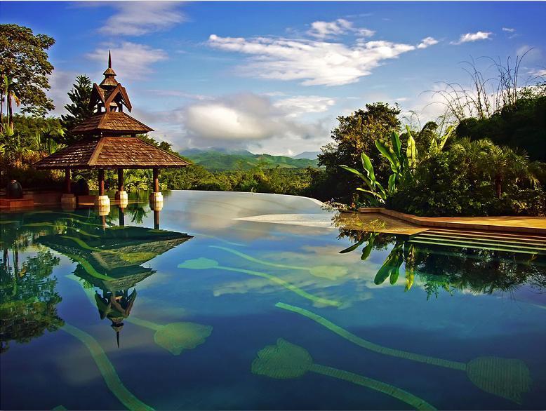 nicest-infinity-pool-ever-anantara-golden-triangle-resort
