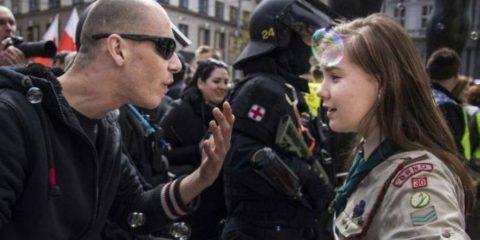 16-ročná Češka, Lucie Myslíková, v konfrontácii s neonacistom v Brne