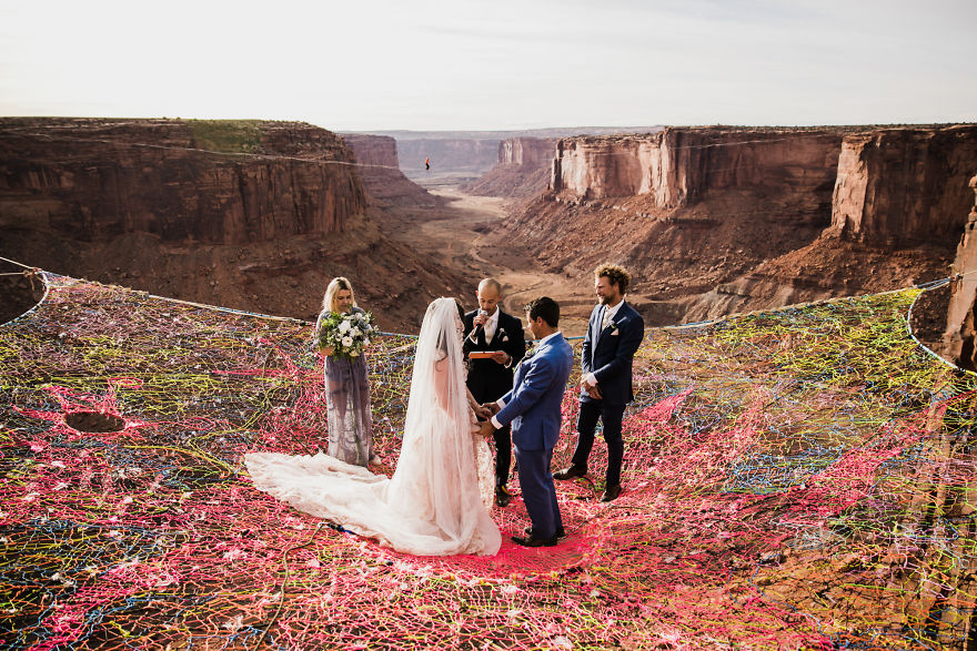 marriage-done-at-120-meters-high-will-take-your-breath-away-5a65abd925d4c__880