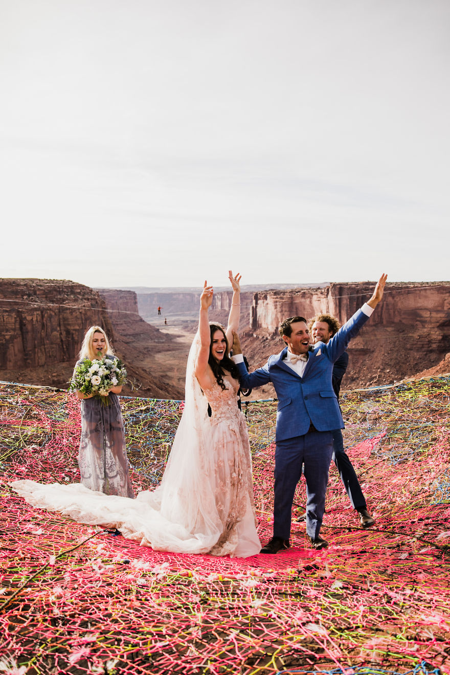 marriage-done-at-120-meters-high-will-take-your-breath-away-5a65abe8dca81__880