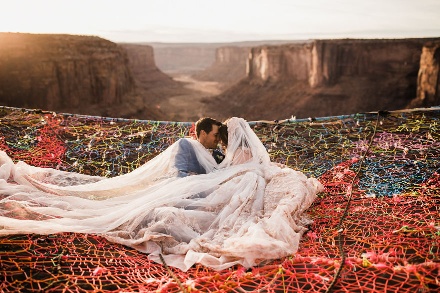 marriage-done-at-120-meters-high-will-take-your-breath-away-5a65abf8c6dca__880