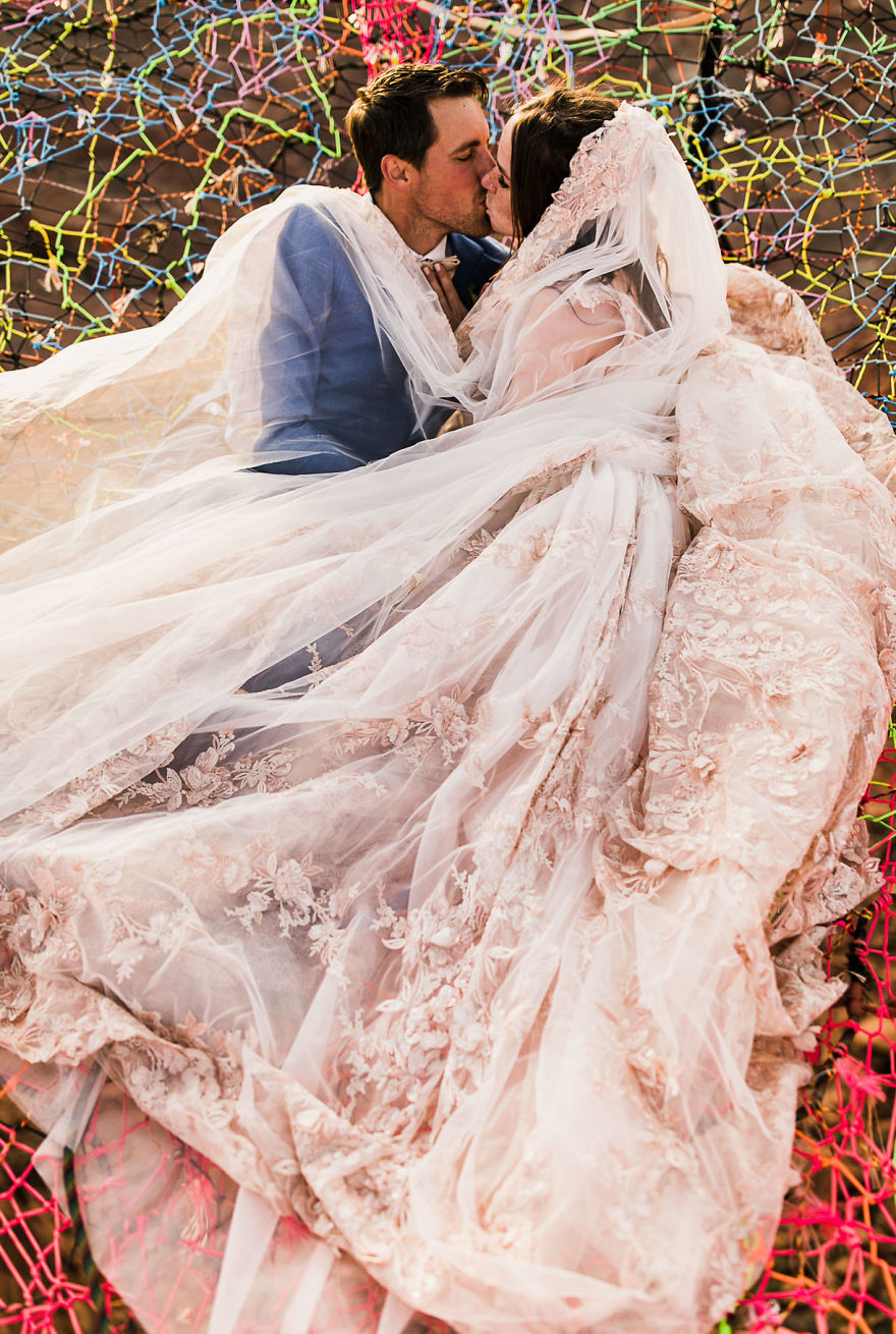 marriage-done-at-120-meters-high-will-take-your-breath-away-5a65ac5d4a3bd__880