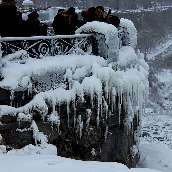frozen-niagara-falls-14-5a4b812b497d4__700