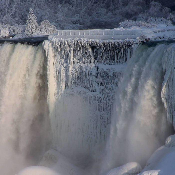 frozen-niagara-falls-17-5a4b80c738900__700