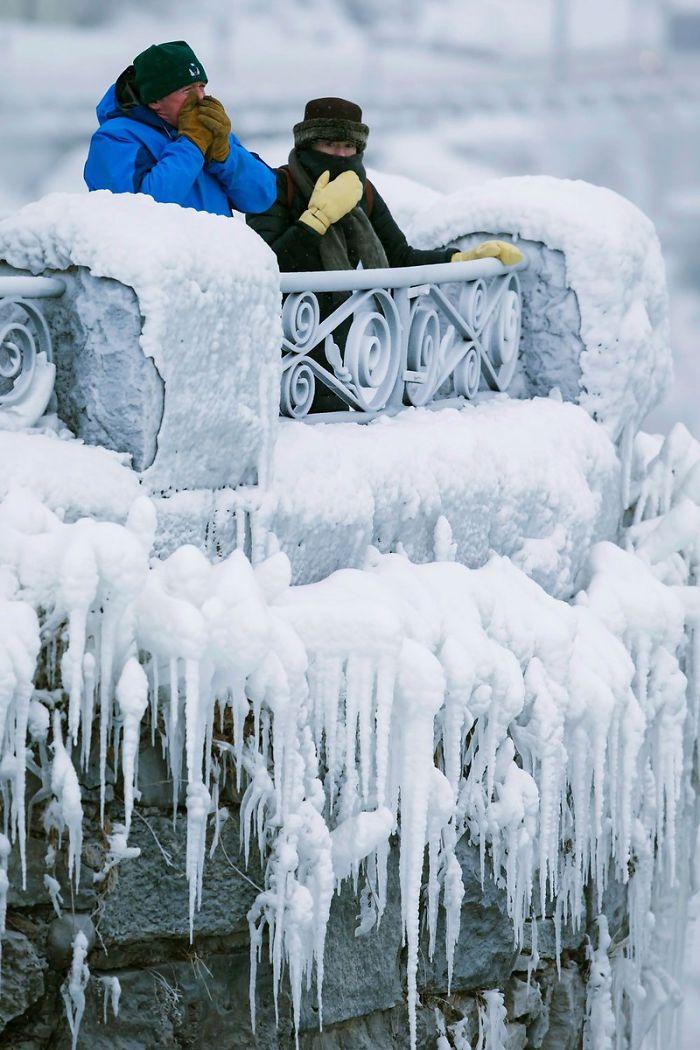 frozen-niagara-falls-6-5a4b769a62ddf__700